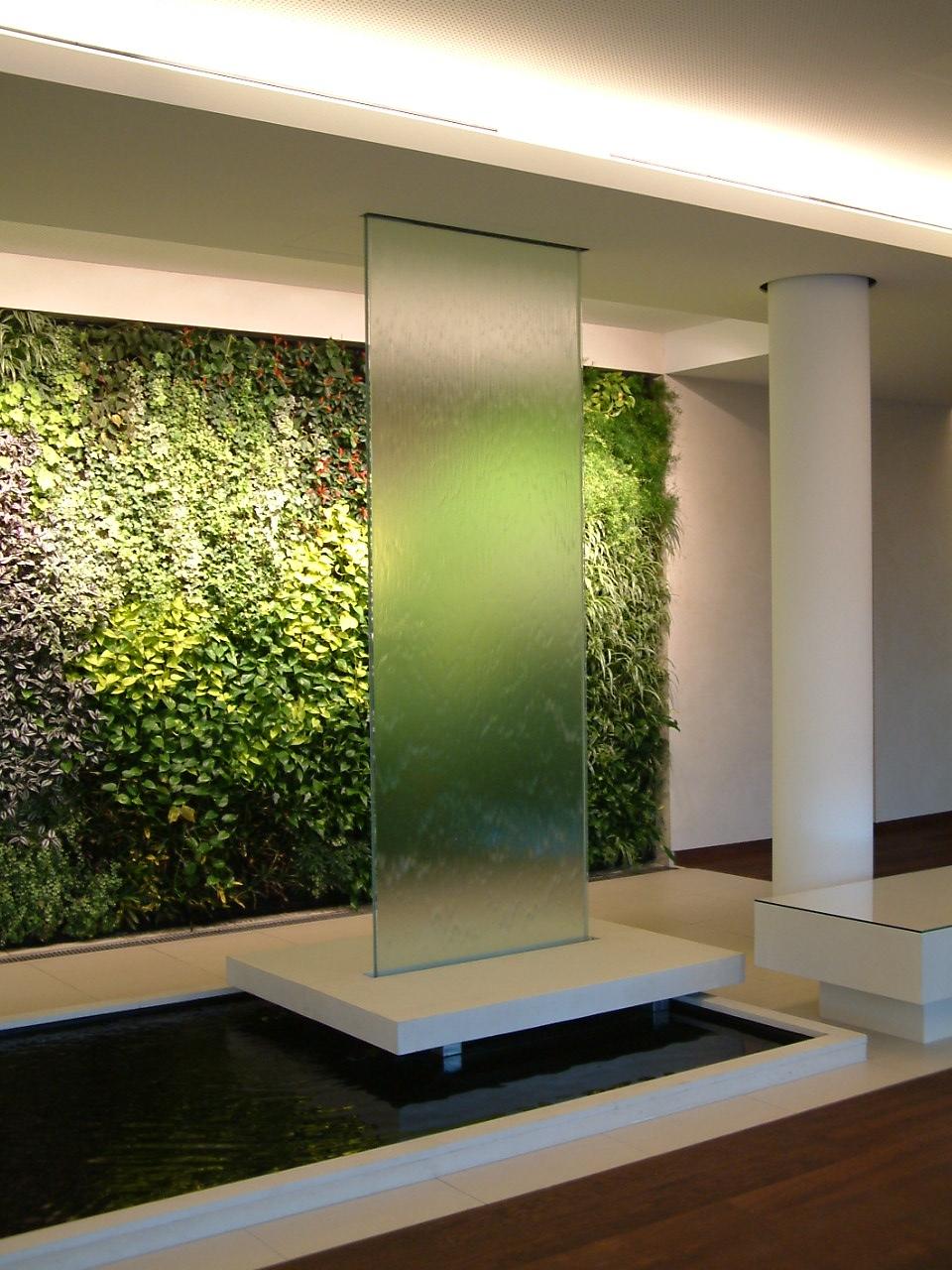 Fuentes y cascadas fuentes de agua piscinas for Fuentes de pared interior